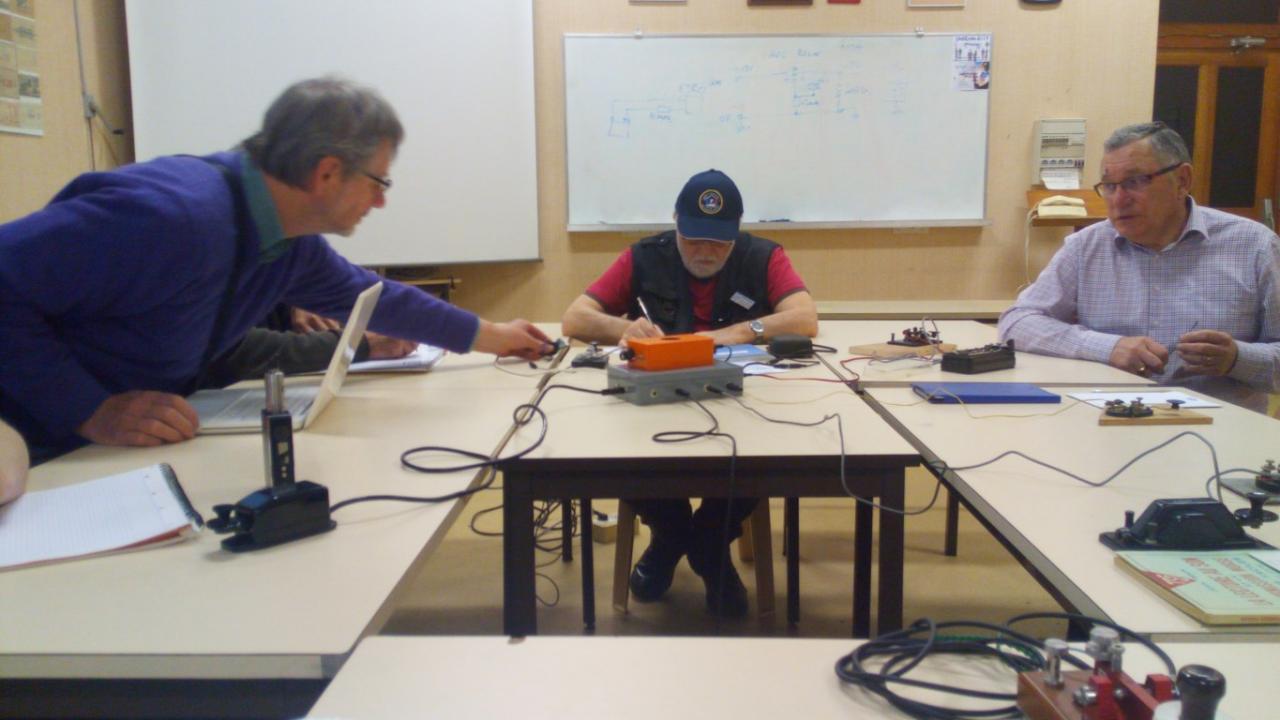 Ecole cw - le moniteur en action - F8cfs